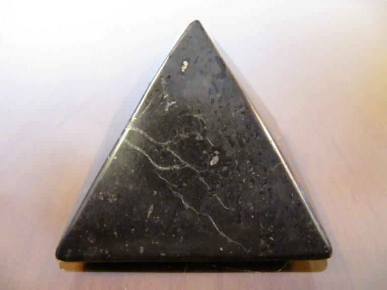 Пирамида от Шунгит - 5 см.