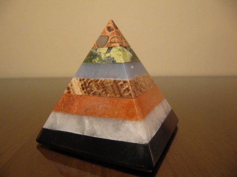 Пирамида от Мултикамък, 5 см.